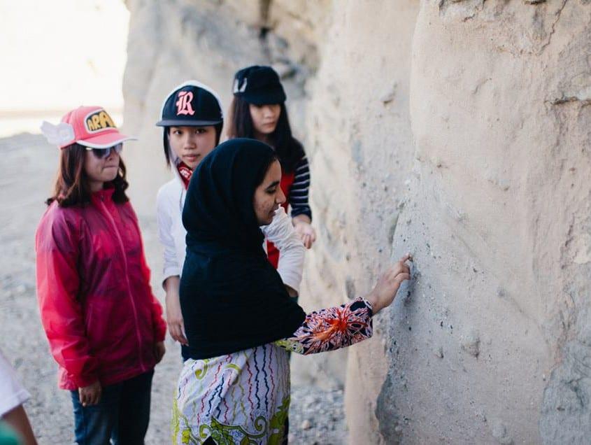students examining pebble lag deposits in the Mecca Hills. Yunong Xu, Beineng Zhang, Stephanie Zou, Farah Ashraf.